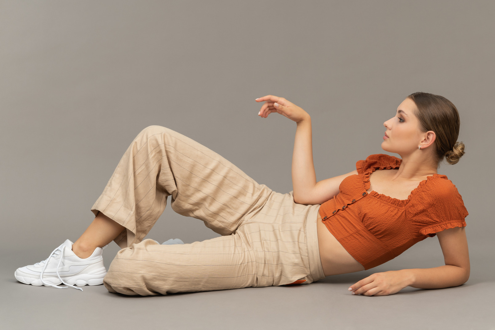 Young woman waiting on the floor
