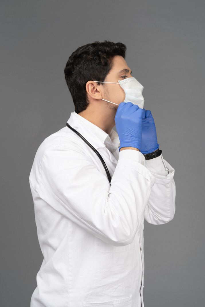 Doctor putting on the mask