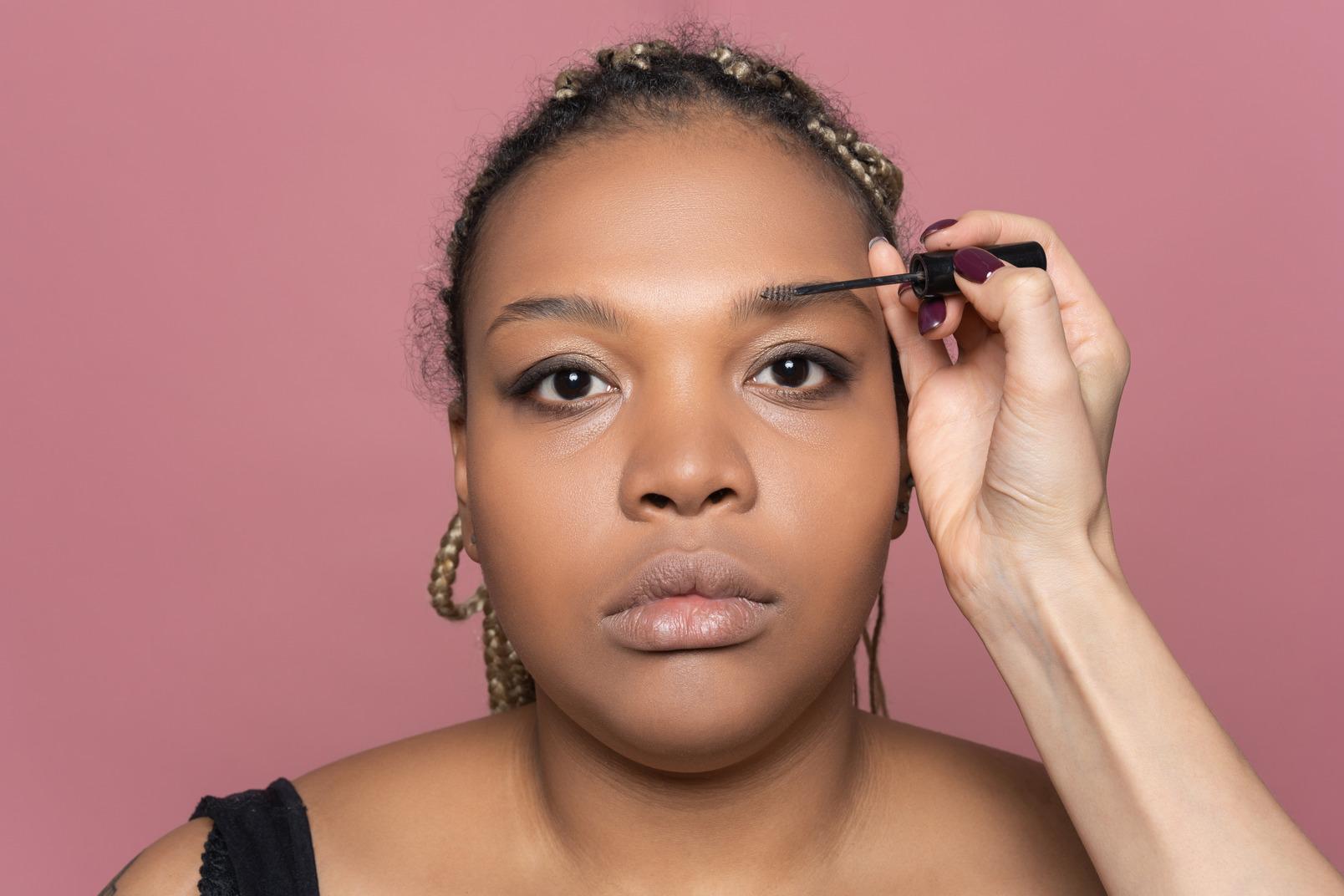 Adjusting eyebrows with brow gel