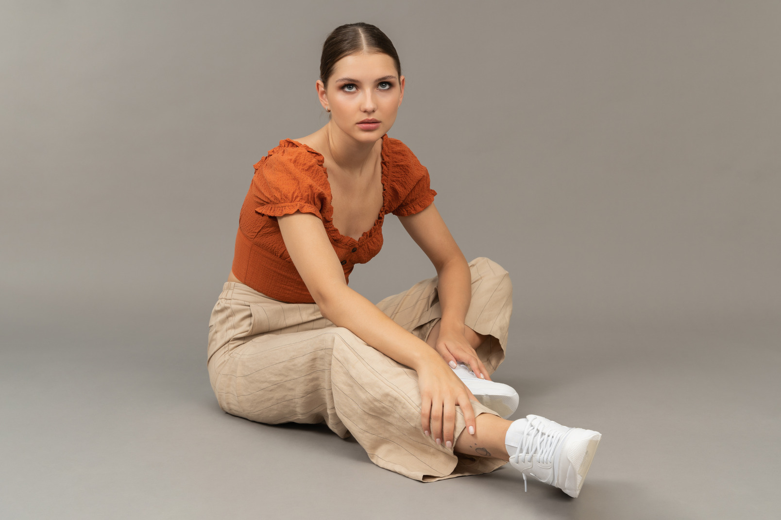 Young woman sits on the floor