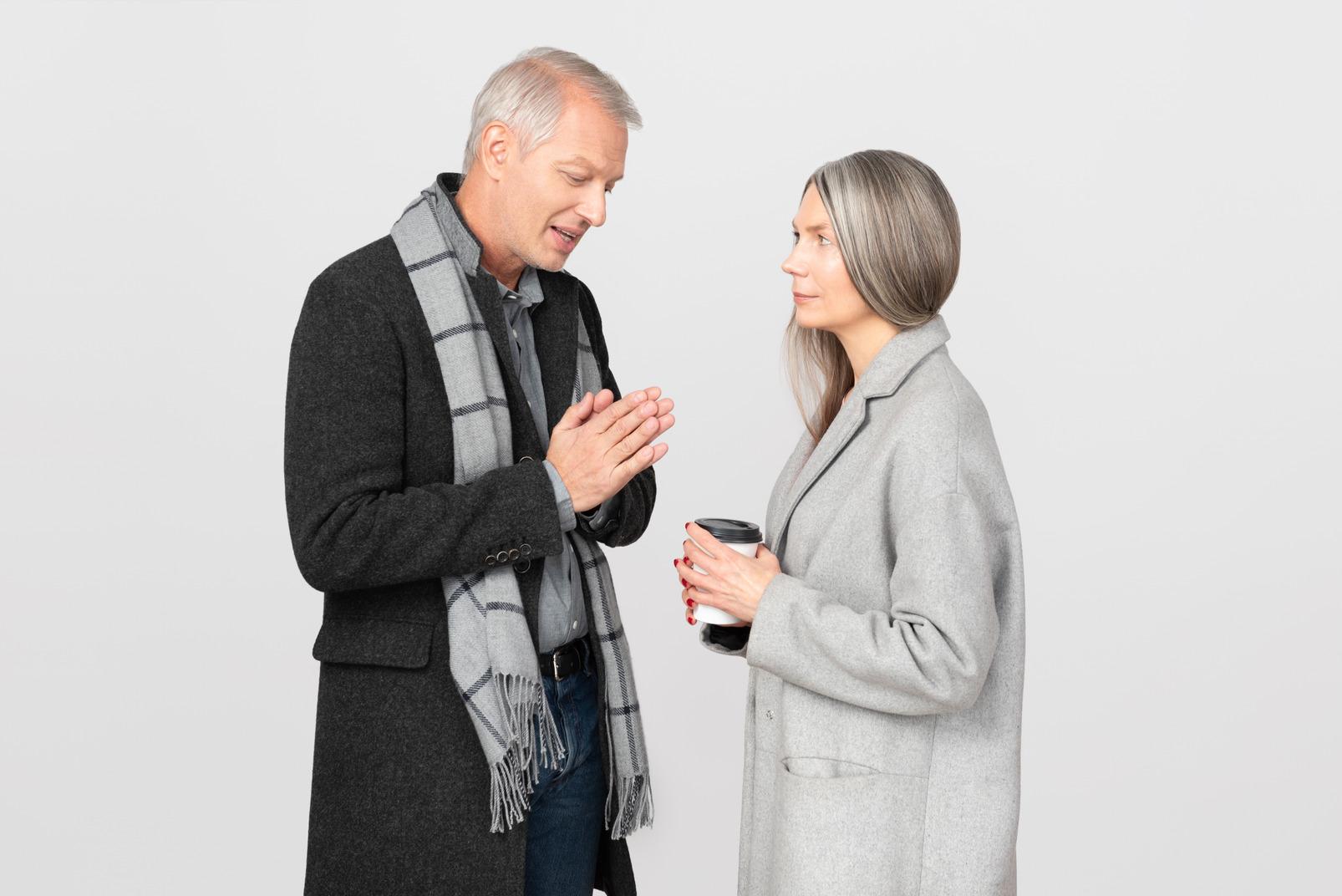 Homme demandant à sa femme de lui pardonner