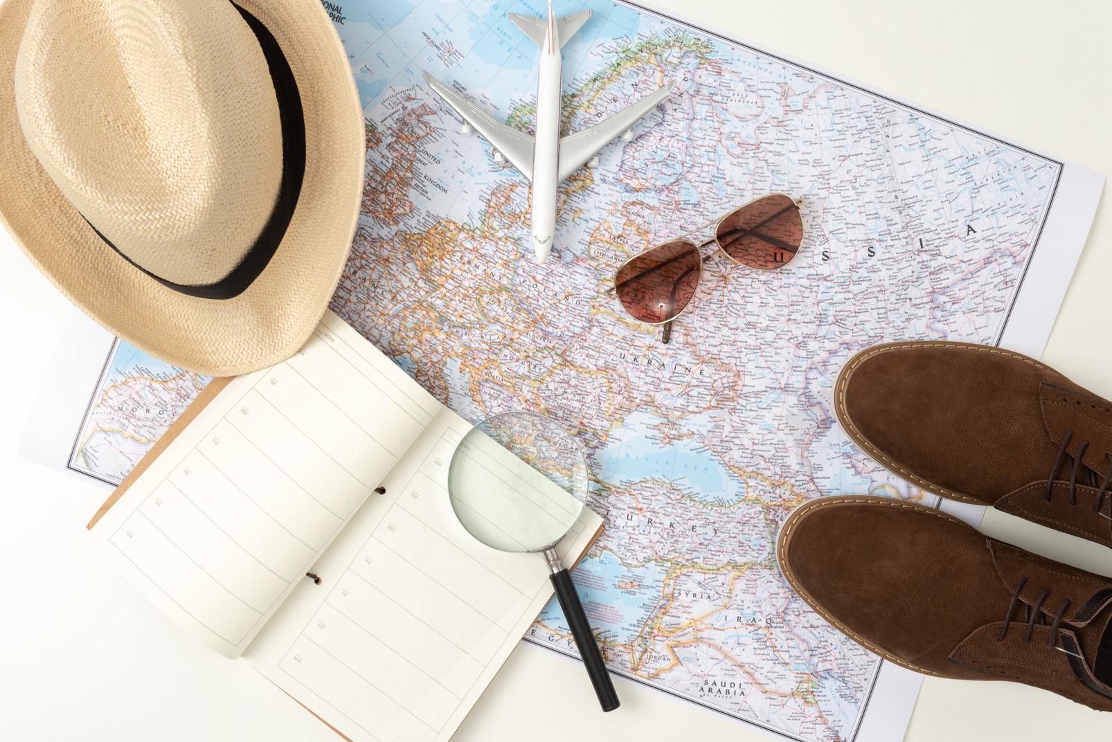 Having a world map on your desk is super fun as only in this picture i already got to walk in asia, left my sunglasses somewhere in russia and finally landed my plane in europe